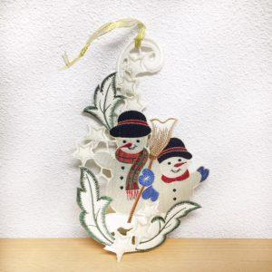 Twee sneeuwpoppen