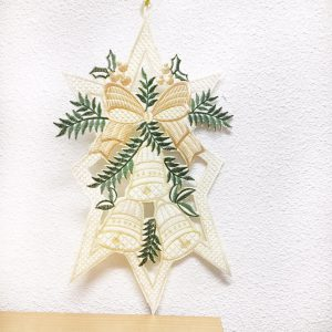 Kersthanger drie bellen en Cremekleurige strik